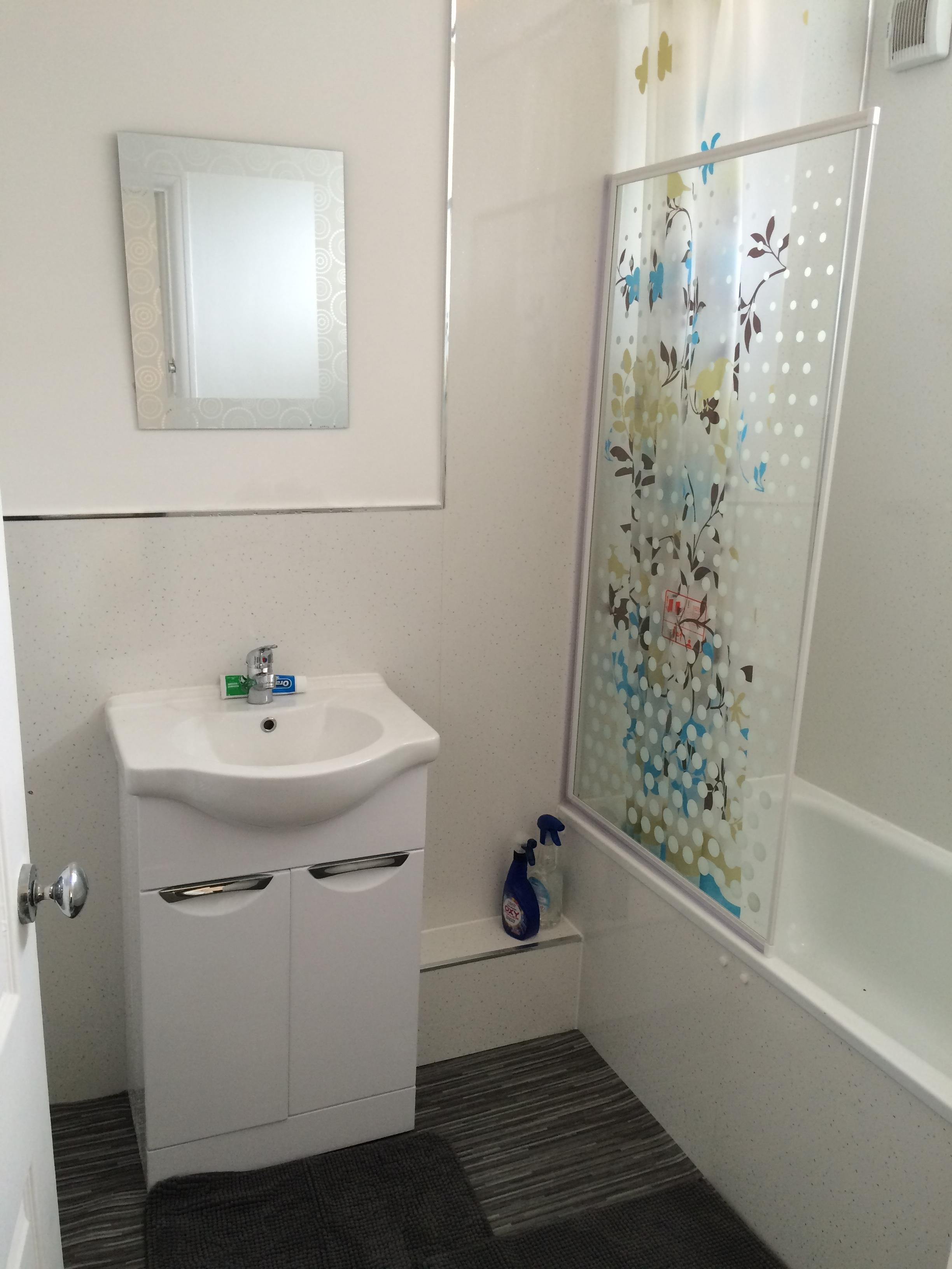 17 leeshall new bathroom sept 16