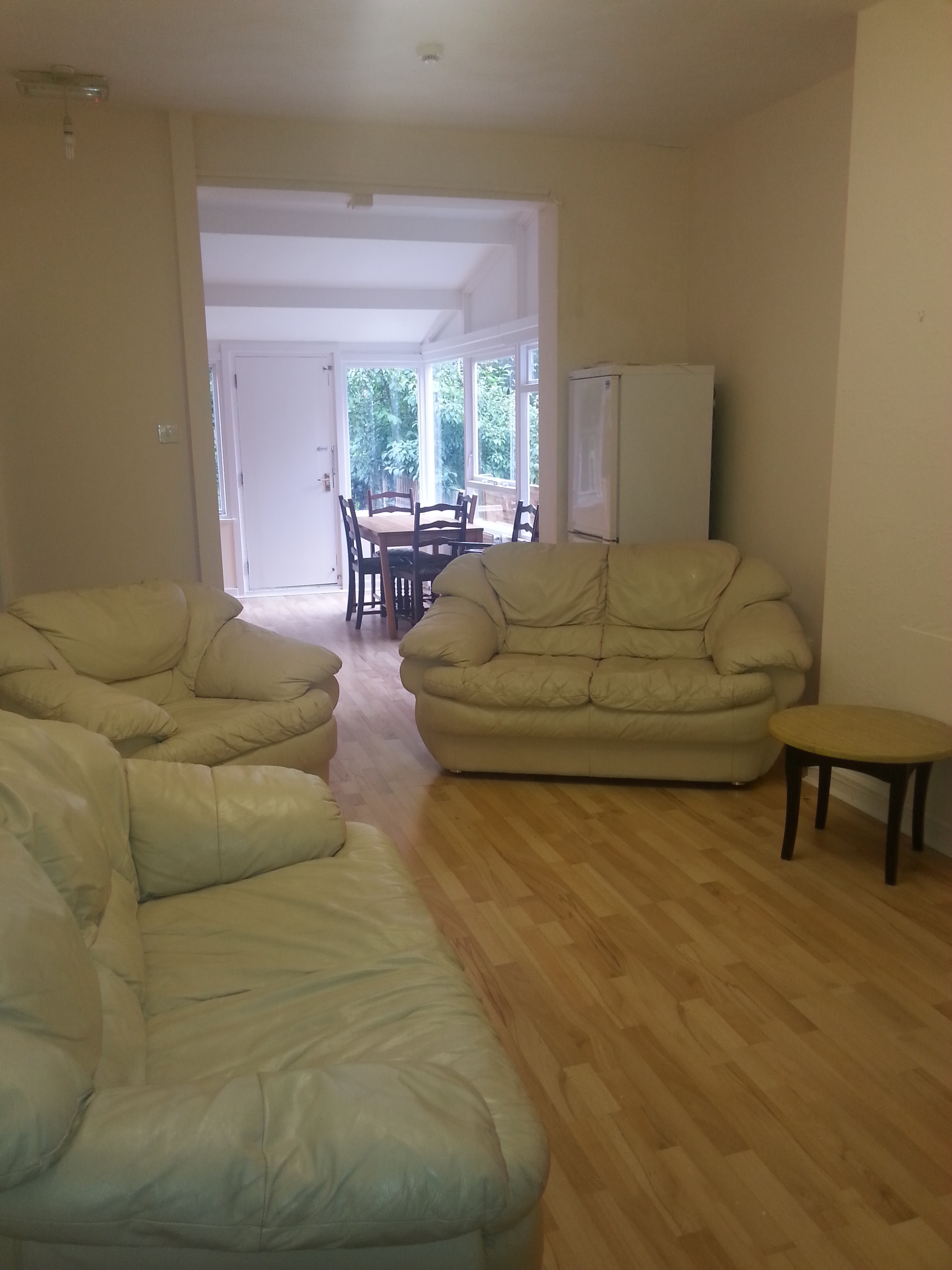1 alan grd flr flat lounge