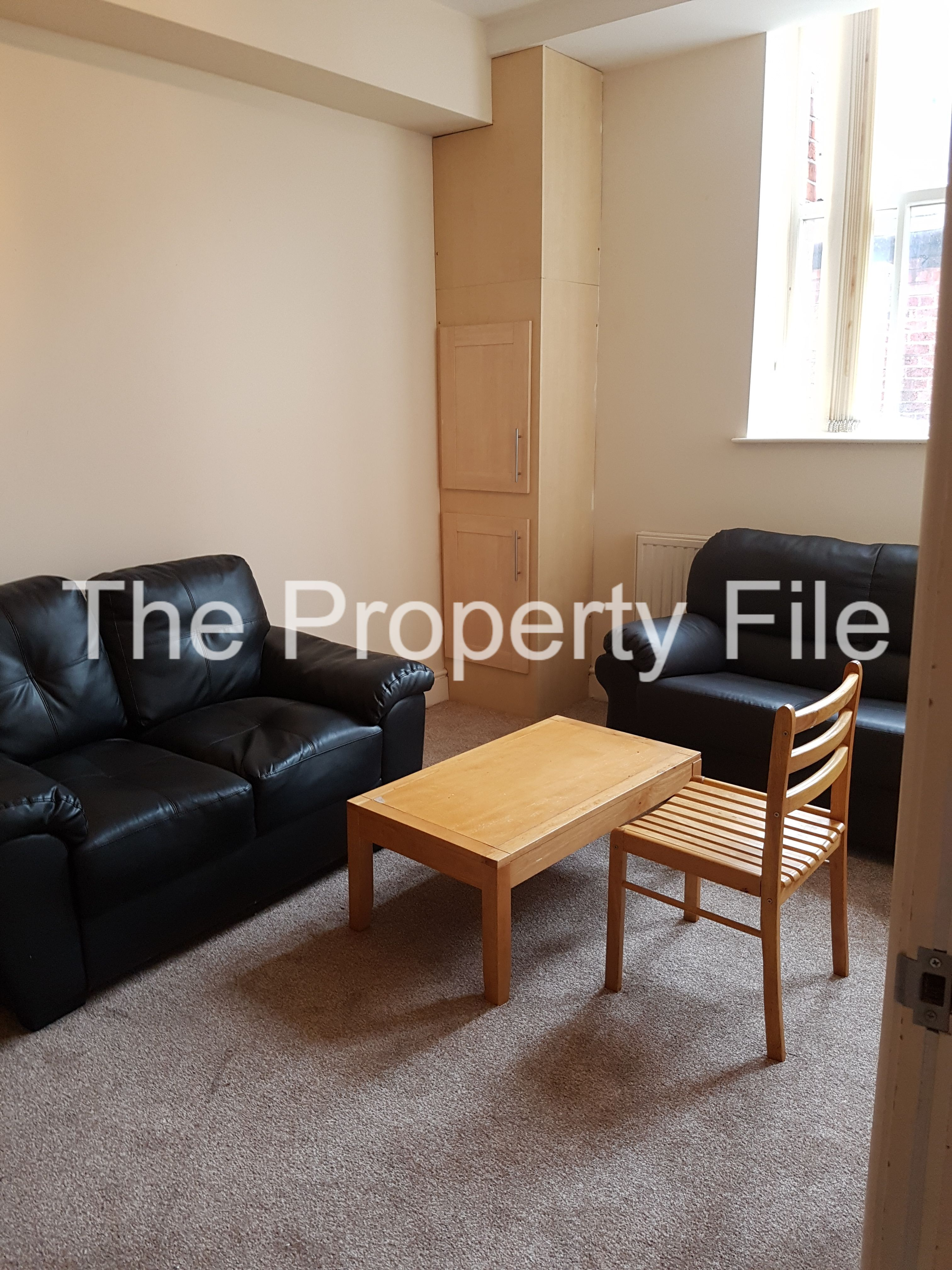 wilmslow rd 4 bed duplex lounge