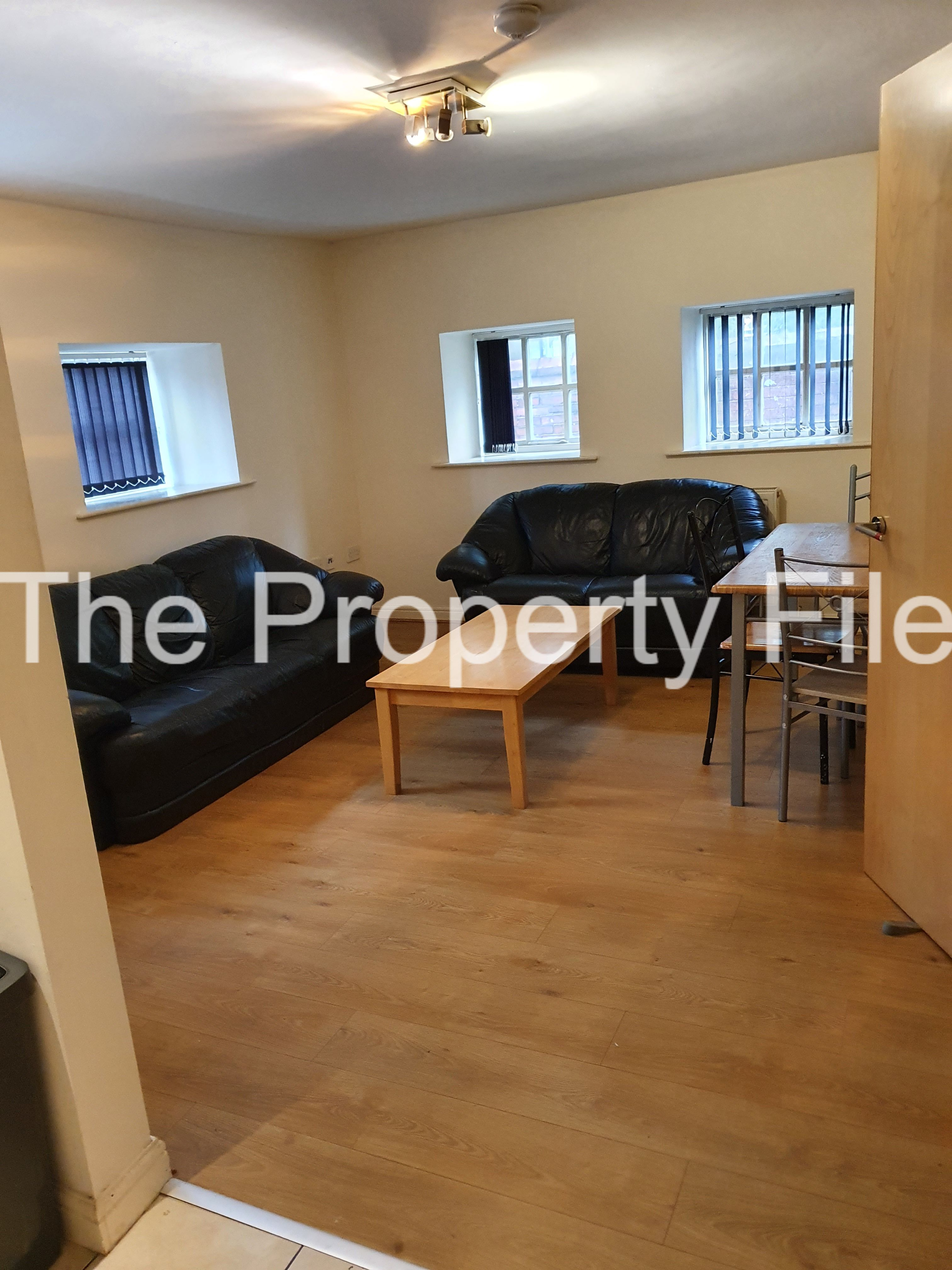 wilmslow rd duplex 4 bed lounge